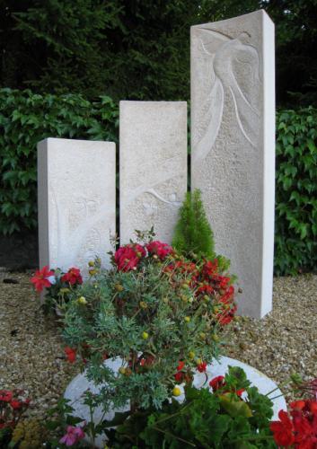 Jardin du souvenir en pierre naturelle sculpté pour le cimetière de Valeyres