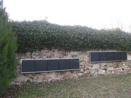 Columbarium avec plaques murales en Serpentine - Cimetière de Mathod