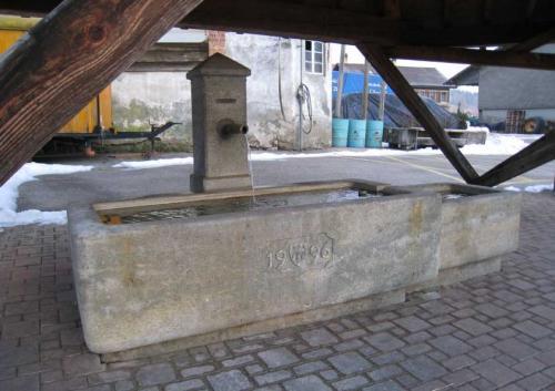 Fontaine vaudoise en grès de la Molière