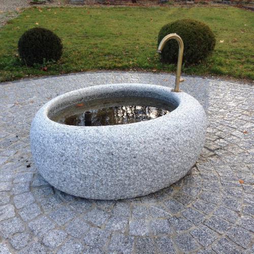 fontaine en pierre - bassin ovale en granit gris