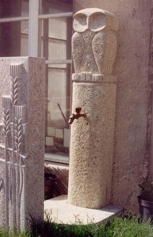 Fontaine sculptée motif hibou