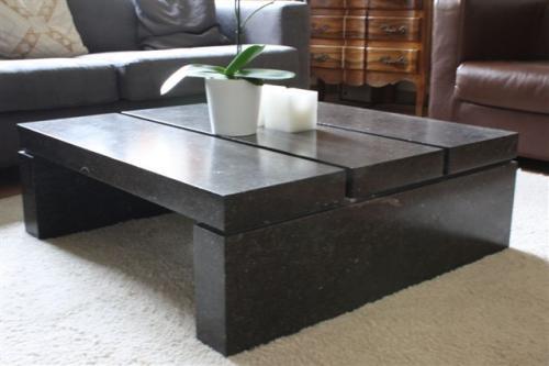 Table de salon en calcaire noir
