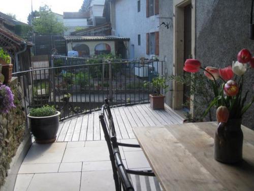 Terrasse dallage en pierre et bois
