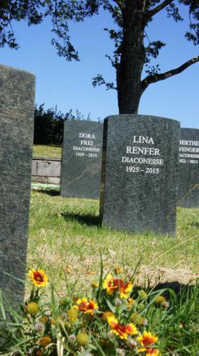 Stèles funéraires en serpentine verte