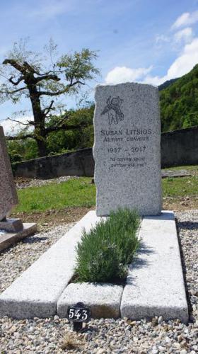Monument funéraire en granit du Mont-Blanc erratique