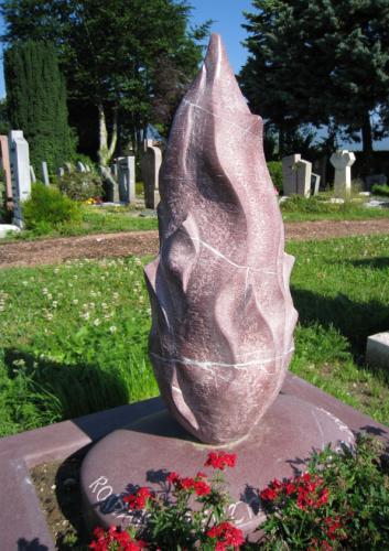 Monument funéraire original taille d'une flamme