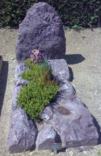 monument, pierre suisse  avec motif celtique