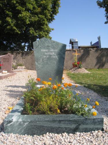 Monument funéraire en granit vert