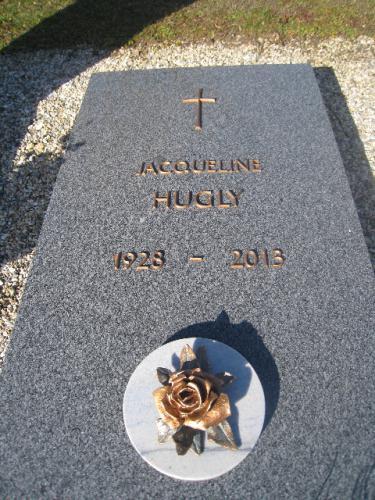 Monument funéraire en granit bleu - motif rose et lettres en bronze
