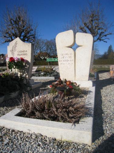Monument funéraire en calcaire beige