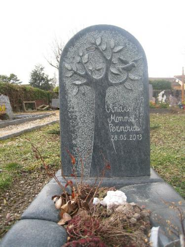 Monument funéraire en serpentine avec motif arbre de vie