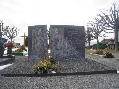Concession funéraire avec intégration d'anciennes mosaïques de 1940
