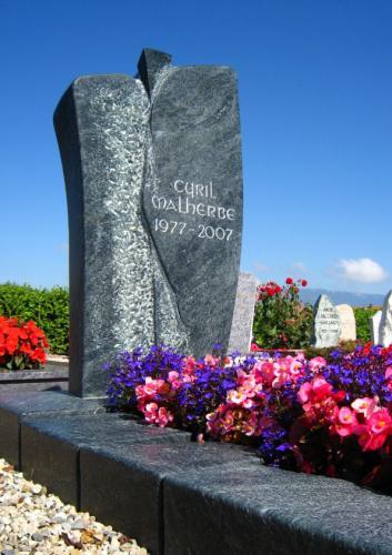 Monument funéraire original en serpentine