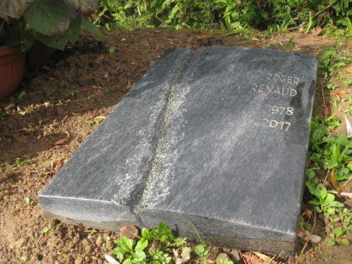 monument funéraire moderne et original en serpentine