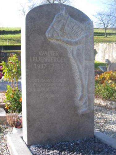Stèle funéraire avec motif en relief cheval et homme