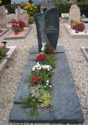 Monument funéraire moderne en serpentine
