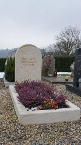 Pierre tombale en calcaire
