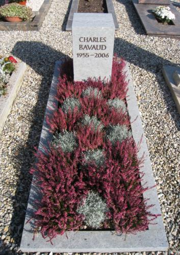 Monument funéraire cubique en grès bleu