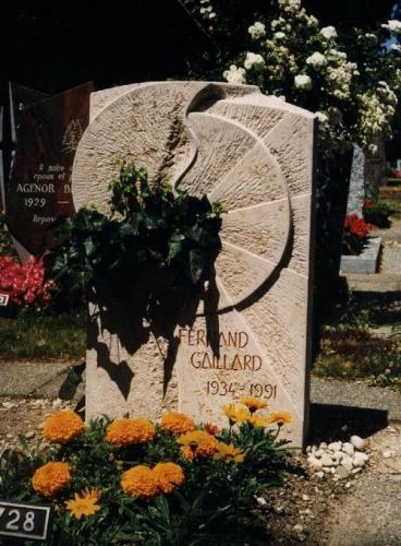 Monument funéraire original soleil brisé