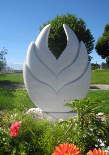 Monument funéraire en marbre blanc fleur de lotus